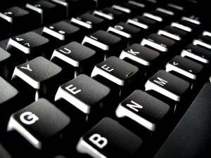 Verzweifelt man über den Text, kann die Tastatur schon durchaus bedrohlich wirken. Bild: Solo / Flickr.com