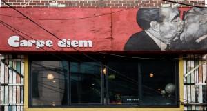 """""""Carpe Diem"""" - als Name für ein Café okay, im Motivationsschreiben bitte weglassen. Bild:  sojason.com, CC-BY 2.0 via flickr.com"""